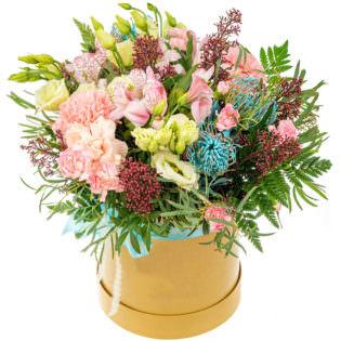 Цветы в коробке с эустомами